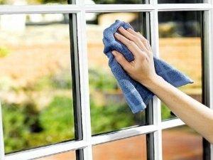 yhod za oknami 300x225 - Догляд за металопластиковими вікнами
